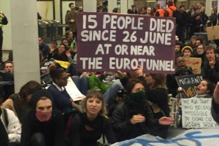 Eurostar protest shuts shit down in solidarity with refugees
