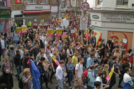 Over 1000 protest in London to show solidarity with migrants and refugees