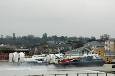Hovercraft arriving at Ryde March 2008