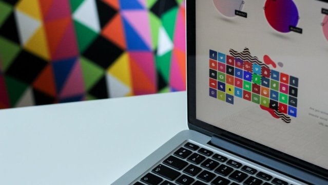 How to Manage a Remote Team of Graphic Designers Successfully