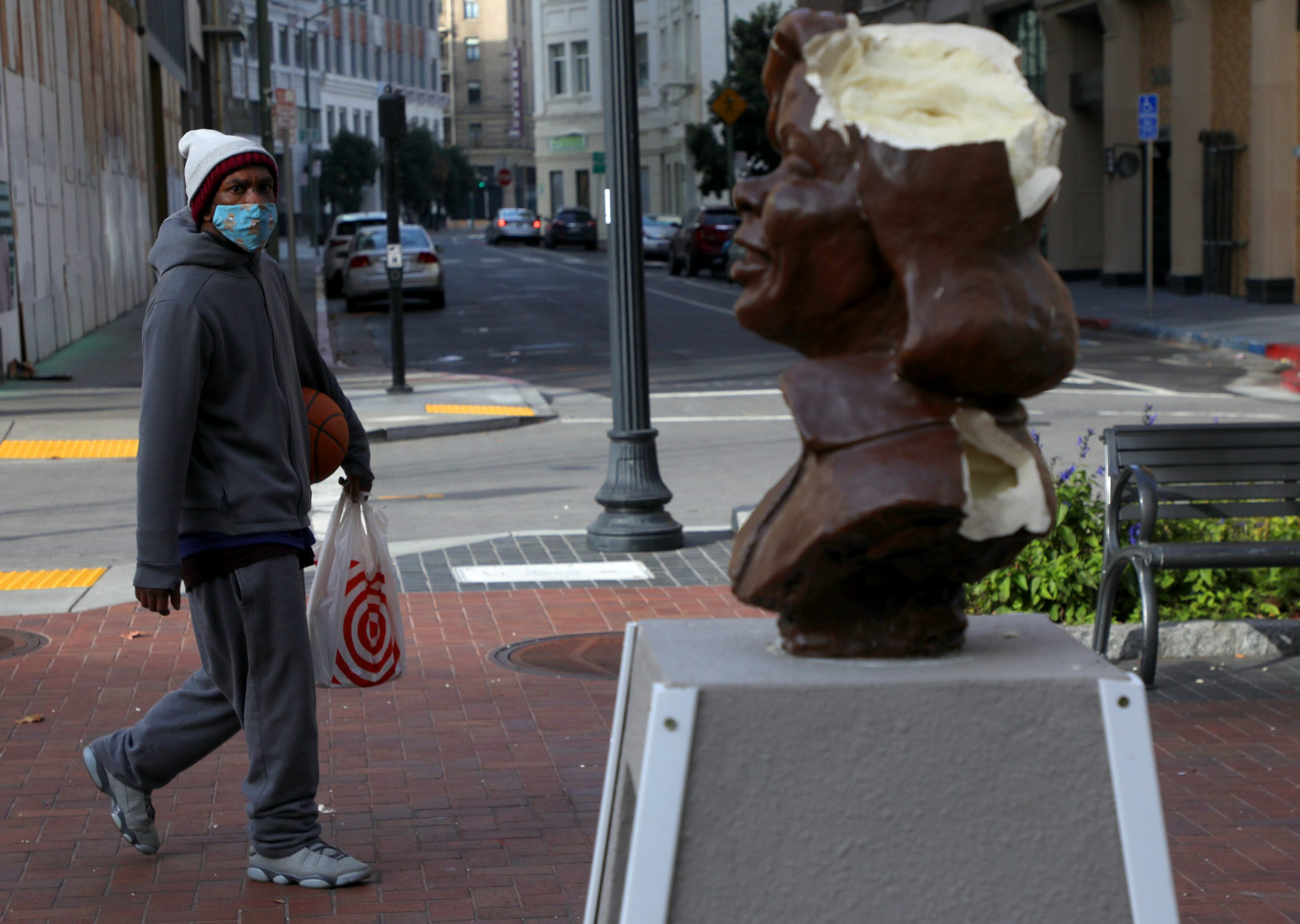 Oakland: Sculpture honoring Breonna Taylor smashed to pieces downtown