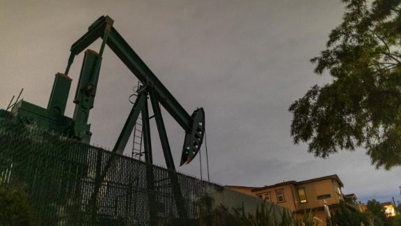 200420114847 oil pump jacks crude usa 0309 live video 26