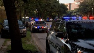 Houston officer dead, another injured while serving warrant