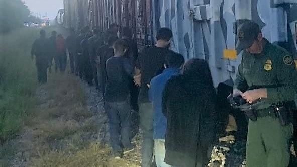 18 migrants found crammed in open rail car in south Texas