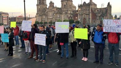 Photo of Ex trabajadores del SAT se manifiestan en Palacio Nacional por despidos