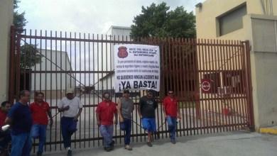 """Photo of El gobernador """"rompehuelgas"""""""