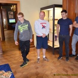 Sportler besuchen Olympia-Ausstellung im Unteren Schloss Greiz