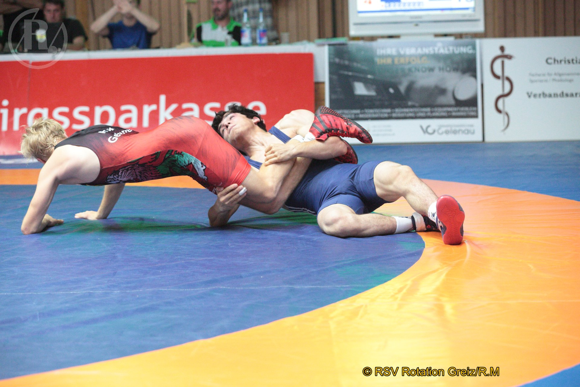 61 kg Freistil: Hofmann, Eric, WKG Gelenau II/Chemnitz gegen Galamatov, Rasul (blaues Trikot), RSV Rotation Greiz II - 0:4/TÜ/4:19/01:05