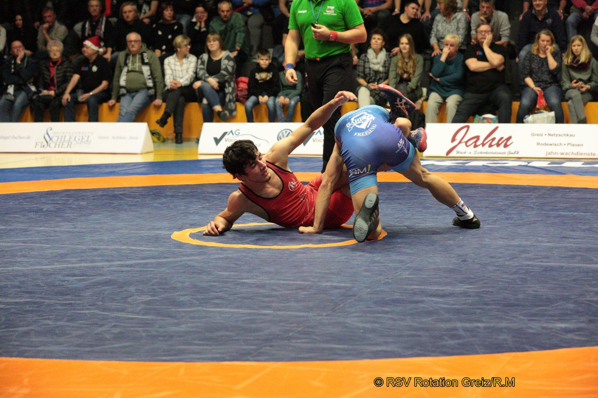 61kg Freistil: Rasul Galamatov JN4 (-2) (rotes Trikot), RSV Rotation Greiz gegen Thomas Kopp (-2), SV Hallbergmoos 0:4/TÜ/3:18/05:22