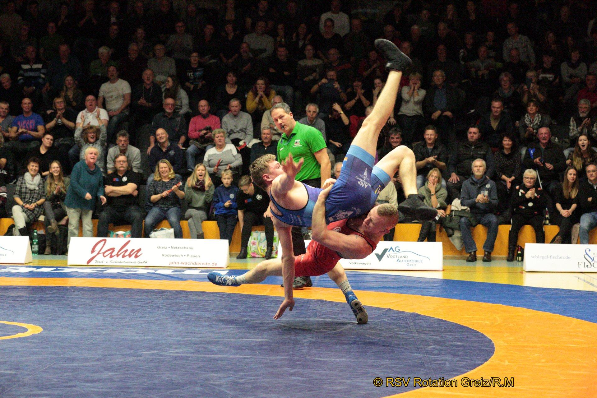66kg Greco: Dawid Karecinski EU (5) (rotes Trikot), RSV Rotation Greiz gegen Yannick Ketterer J (-2), SV Hallbergmoos 4:0/TÜ/16:0/00:38