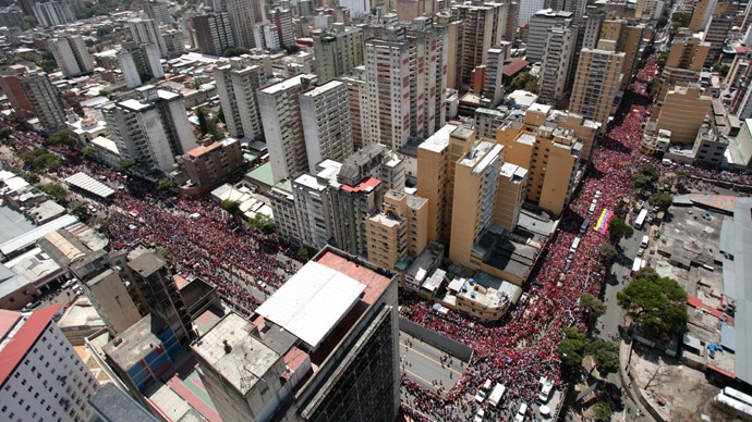 Handout picture released by Miraflores presidential palace press office showing an aerial view of the funeral cortege of late Venezuelan President Hugo Chavez on its way to the Military Academy, on March 6, 2013, in Caracas (AFP Photo)