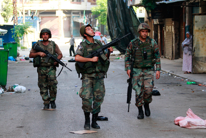Lebanese army soldiers patrol the Sunni Muslim Bab al-Tebbaneh neighbourhood after being deployed to tighten security, following clashes between Sunni Muslims and Alawites in the port city of Tripoli, northern Lebanon May 21, 2013 (Reuters / Omar Ibrahim)