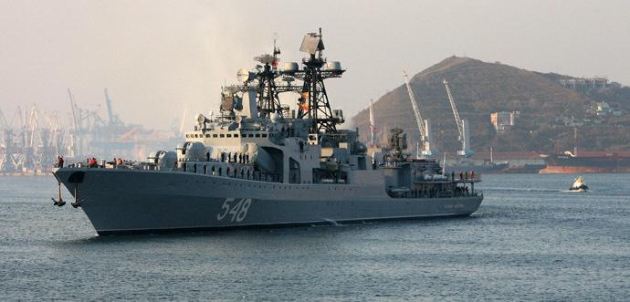 """Admiral Panteleyev"" anti-submarine ship returning to Vladivostok from Japanese port Hakodate (Hokkaido island). (RIA Novosti/Vitaliy Ankov)"