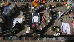 A picture of 13 year-old Andy Lopez sits with gifts and candles at a memorial on October 29, 2013 in Santa Rosa, California.(AFP Photo / Justin Sullivan)