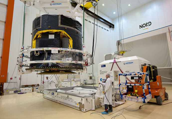 Scientists positioning Gaia at the European space centre in Kourou in the French overseas department of Guiana. (AFP Photo / ESA / CNES / P. Baudon)
