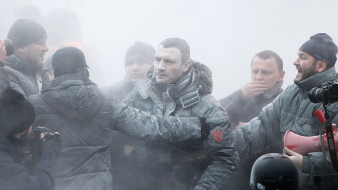 Opposition leader Vitaly Klitschko (C) reacts after he was sprayed with a powder fire extinguisher during a pro-European integration rally in Kiev January 19, 2014 (Reuters / Gleb Garanich)