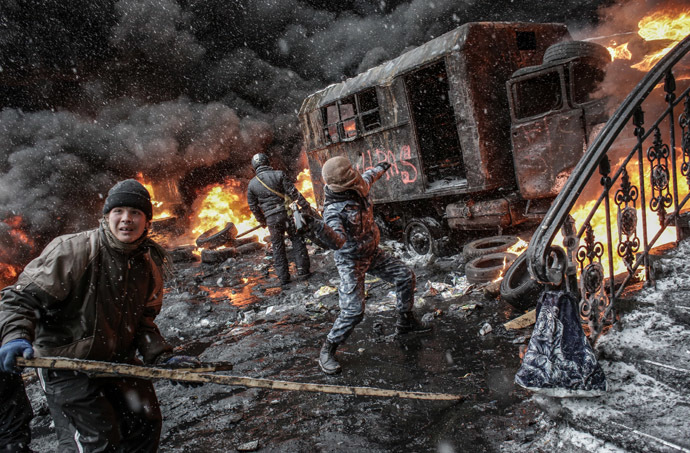 Supporters of European integration of Ukraine during riots on Grushevskogo Street in Kiev. (RIA Novosti/Andrey Stenin)
