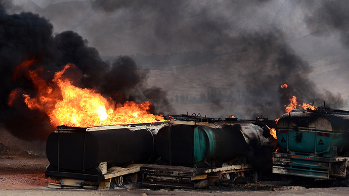 Smoke and flames rise from buring fuel trucks following an overnight attack by Taliban militants in Chawk-e-Arghandi on outskirts of the Afghan capital Kabul on July 5, 2014. (AFP Photo / Wakil Kohsar)