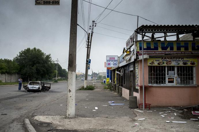 The consequences of an artillery attack on the town of Lugansk. (RIA Novosti/Valeriy Melnikov)