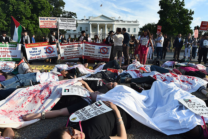 Protesters lay on the street symbolizing Palestinians killed by Israel's bombing in Gaza during a demonstration in front of the White House in Washington, DC, on July 16, 2014. (AFP Photo / Jewel Samad)