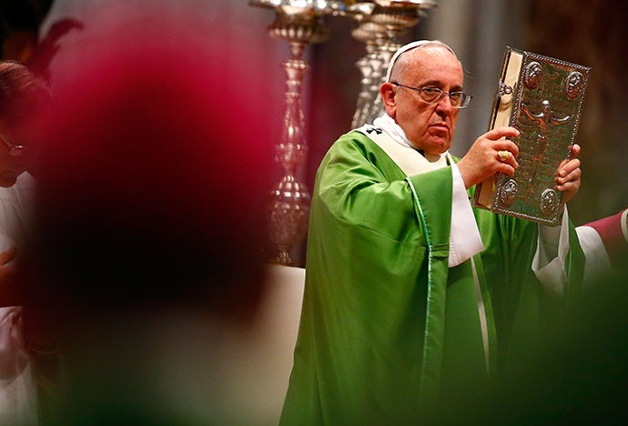 Pope Francis celebrates a mass to mark the opening of the synod on the family in Saint Peter's Square at the Vatican October 5, 2014 (Reuters / Tony Gentile)