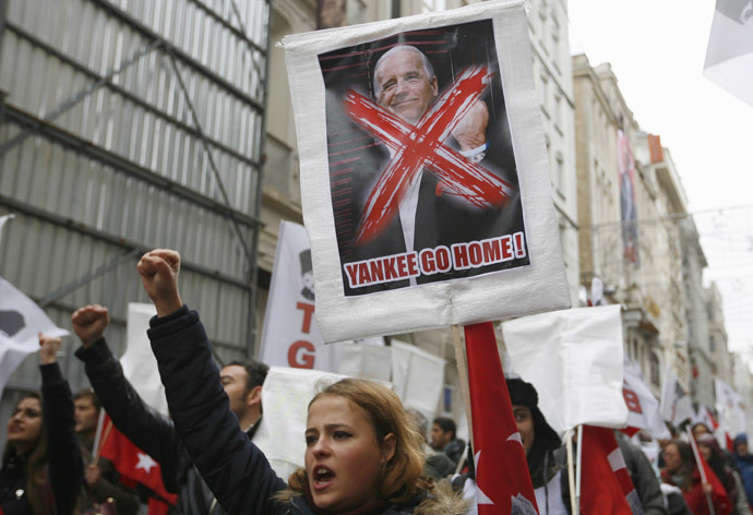 Left wing demonstrators shout anti-U.S. slogan during a protest against the visit of U.S. Vice President Joe Biden, in central Istanbul November 22, 2014 (Reuters / Can Erok)