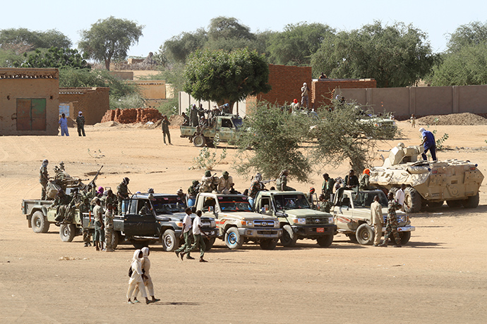 A picture taken during a government organised tour shows Sudanese troops standing guard in the village of Tabit, in the North Darfur (AFP Photo)
