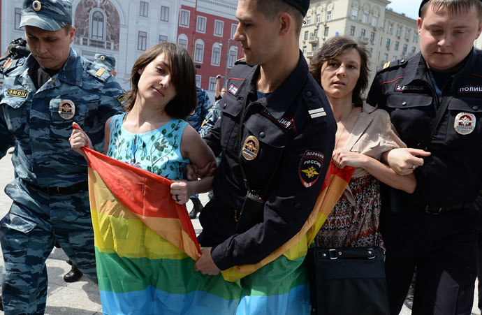 Police apprehend participants of an unauthorized rally held by gay activists next to Yury Dolgoruky monument on Tverskaya Square in Moscow.(RIA Novosti / Alexey Filippov)