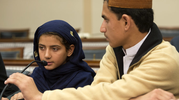 Nabila Rehman (L), 9, who was injured by a US drone strike in Pakistan,speaks as her brother Zubair Rehman (R) looks on during a press conference on Capitol Hill in Washington, DC, October 29, 2013.  (AFP Photo/Jim Watson)