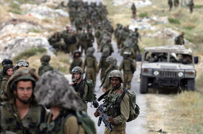 Israeli soldiers take part in an operation to locate three Israeli teens near the West Bank City of Hebron June 21, 2014. (Reuters)