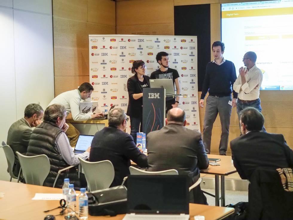 Hackaton organizado por el MIDE en colaboración con IBM, Ferrovial y Calidad Pascual