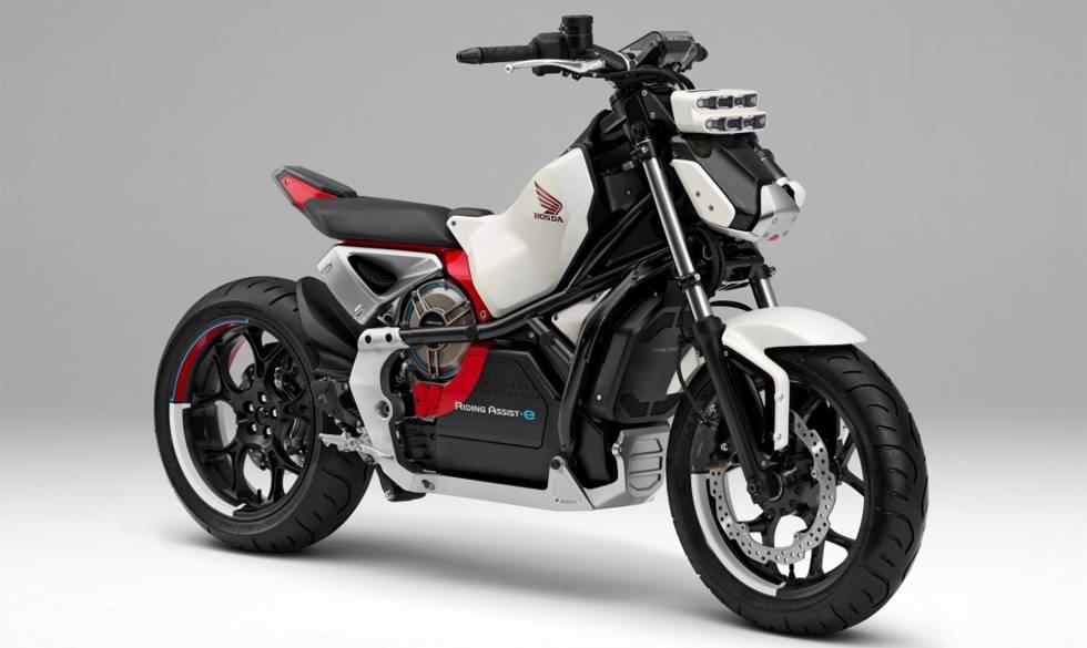 El prototipo Riding Assist, de Honda, con sensores en el frontal que le ayudan a mantener el equilibrio.