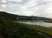 Der Keelung Fluss nach dem Sturm