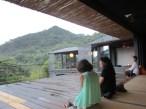 Das Teehaus liegt mitten in der Natur