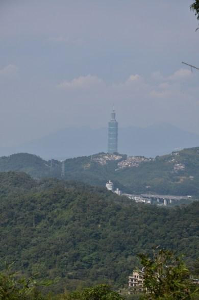 Cela dit, le paysage est sympathique avec ces vues de Taipei et de sa Tour 101 qui dépasse des collines