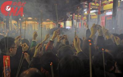 Les jours de fêtes religieuses, la quantité d'encens brûlé pouvait être particulièrement impressionnante
