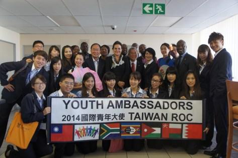 Photo de groupe des jeunes ambassadeurs 2014