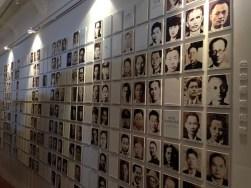 Musée national du 28 février- le mur des victimes