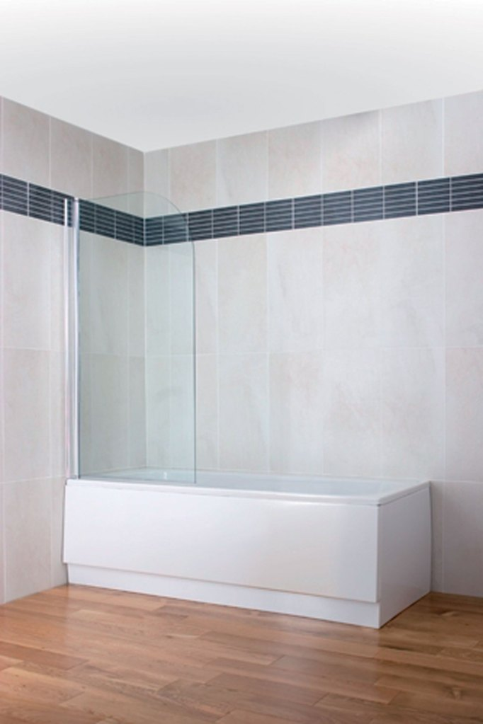 Curved Top Bath Screen - Silver