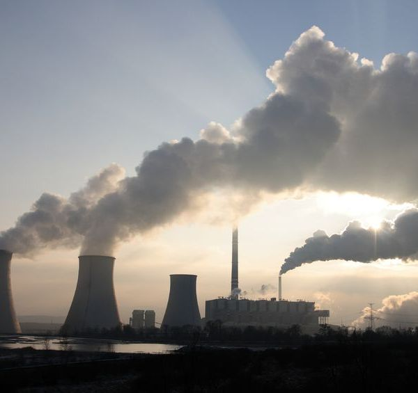 Coal Burning Plant danicek / 123RF Stock Photo