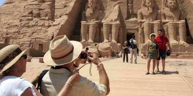 Сколько россиян приедет в Египет, если туда поставят чартеры?
