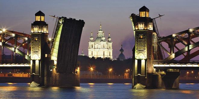 Отельер назвал майские праздники в Петербурге «безумием» RTourNews. ru