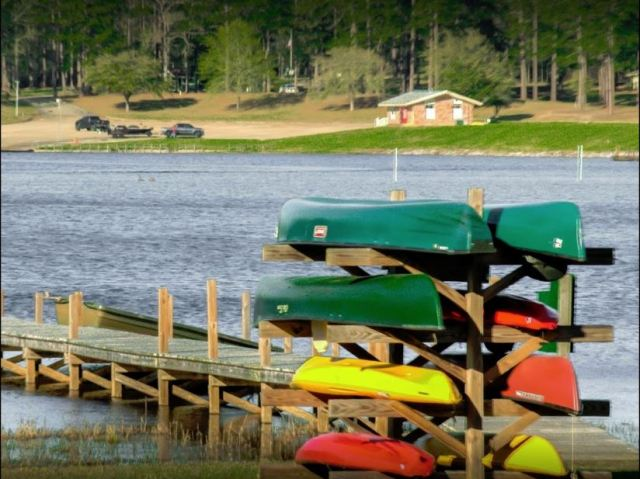 Canoe, kayak and boat rentals available