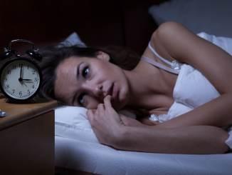 woman insomnia covid