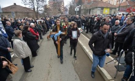Грађани у поворци испратили тело Оливера Ивановића