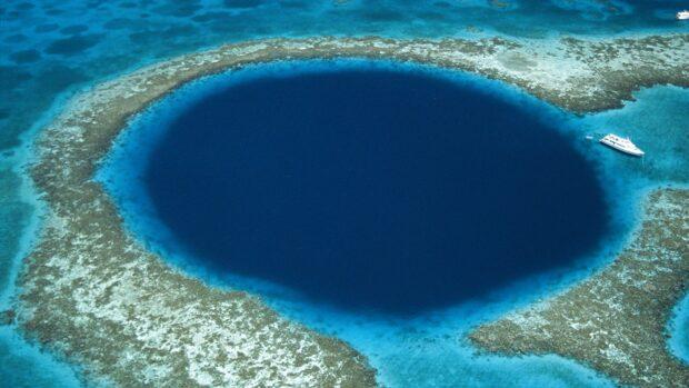 Në fund të vrimës së kaltërt më të madhe në botë,u gjetën gjëra që nuk duheshte të ishin aty