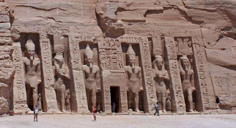 На Земле есть масса следов прошлых цивилизаций и колонистов