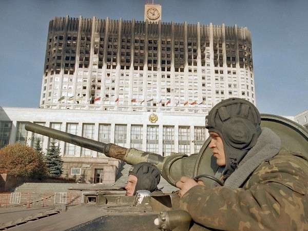 Зачем Ельцину нужен был расстрел Белого дома? Об этом не рассказывают в Ельцин-центре