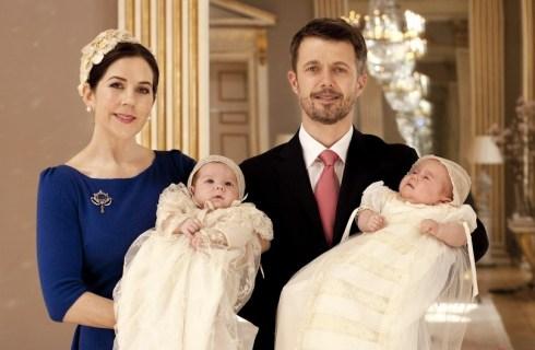Кронприцесса Мэри и кронпринц Фредерик со своими близнецами