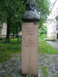 Памятник Гаону в Вильнюсе